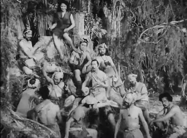 幸存的31名男子游到了马里亚纳群岛的安纳塔汉岛,岛上已有一男一女两