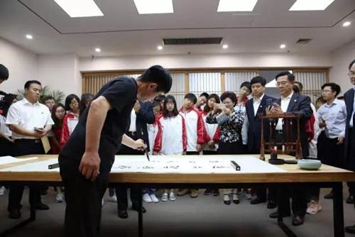 孔子学堂落户青岛科技大学,学堂揭牌暨孔子标准像揭幕